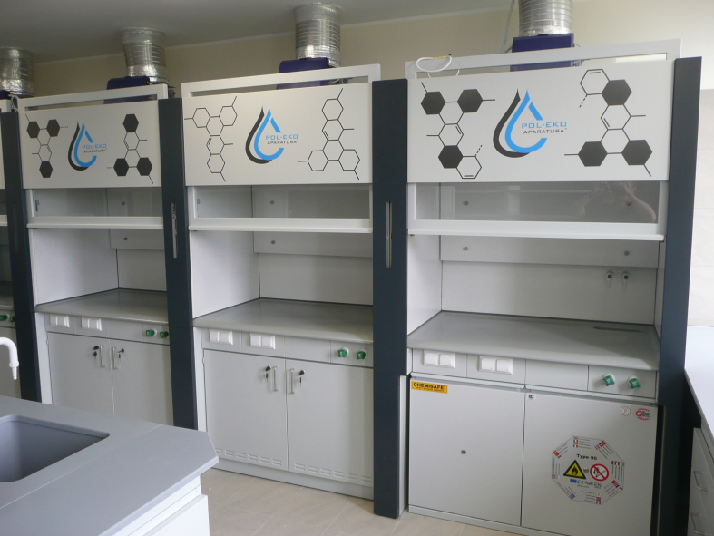 fume-hood-with-reduced-height